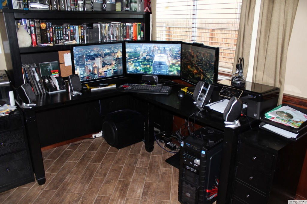 excellent-computer-gaming-setup-with-the-crimson-dragon-3-monitor-gaming-pc-desk-setup
