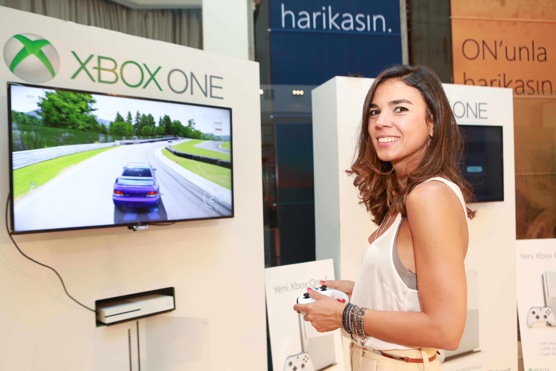 1470208529_Microsoft_Turkiye_Xbox_Kategori_Muduru_Necibe_Ozer02
